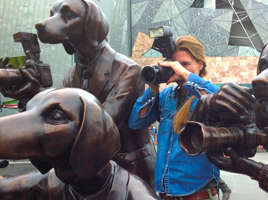 paparazzi dogs melbourne federation square australien 2013